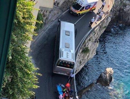 Costiera amalfitana, morti e feriti con i bus turistici. Maria Laura Maresca a Positano, Pina Elefante ad Atrani