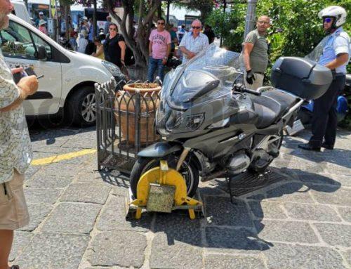 Amalfi, rimozioni forzate in piazza Flavio Gioia