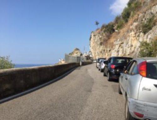 Tutta la Costiera Amalfitana soffocata dal traffico: code a Positano, Praiano e Amalfi