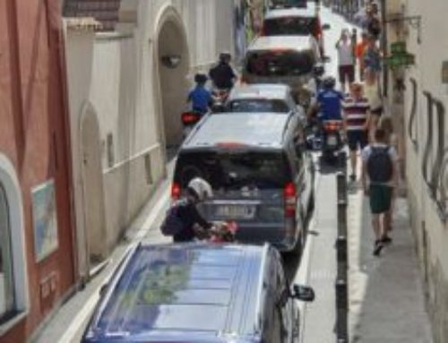 """Mezzogiorno di fuoco in Costiera: file interminabili dai """"Colli"""" in direzione Positano. Amalfi stracolma"""