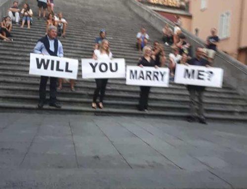 """""""Mi vuoi sposare?"""", ad Amalfi la romantica proposta di matrimonio sulle scale del Duomo"""
