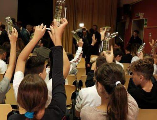 Costiera Amalfitana per l'ambiente, consegnate agli studenti 5000 borracce in tritan