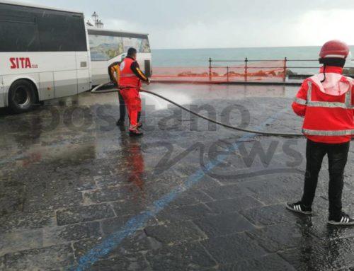 Amalfi si rialza dopo la mareggiata: delimitate le aree colpite dalle onde