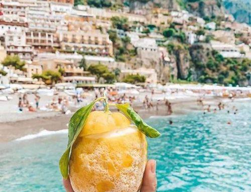 Amalfi, la foto virale del limone con sfondo Costiera