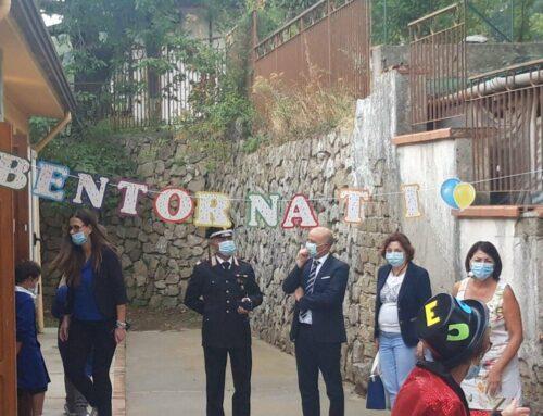 Anche a Tramonti riparte la scuola: visita del comandante Covato e del sindaco