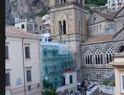 Costiera amalfitana, continua l'estate VIP, ecco la showgirl Carmen Di Pietro avvistata ad Amalfi
