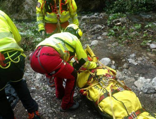 Amalfi, escursionista precipita nella Valle delle Ferriere. Intervento del CNSAS della Campania